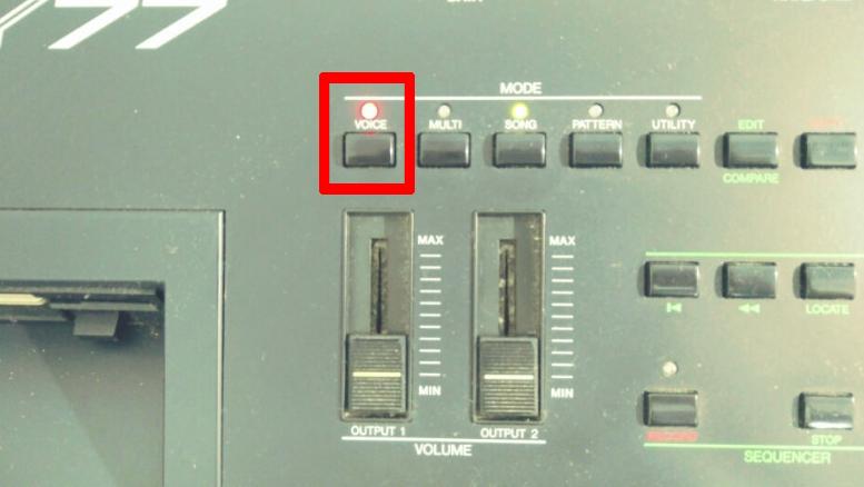 Sy77 VOICEボタン