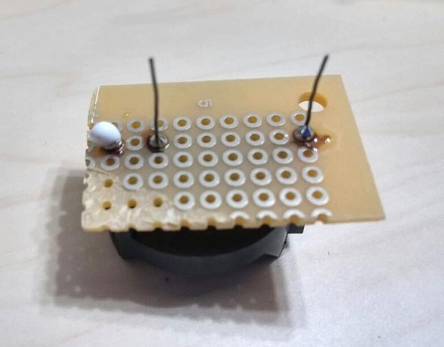 基板に電池ホルダーを取り付けて絶縁処理(裏面)